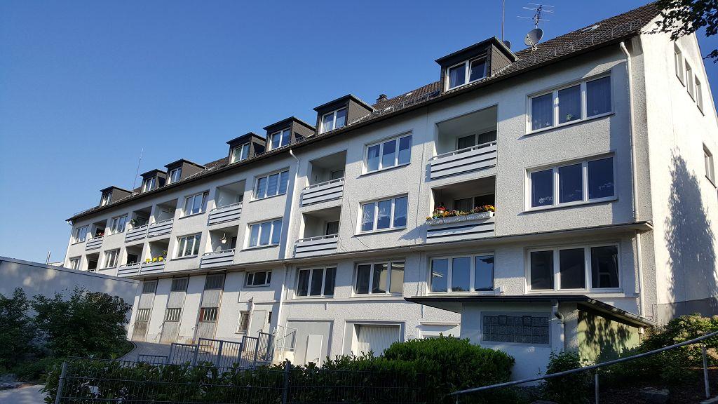 k-Hausansicht von hinten mit Balkonen